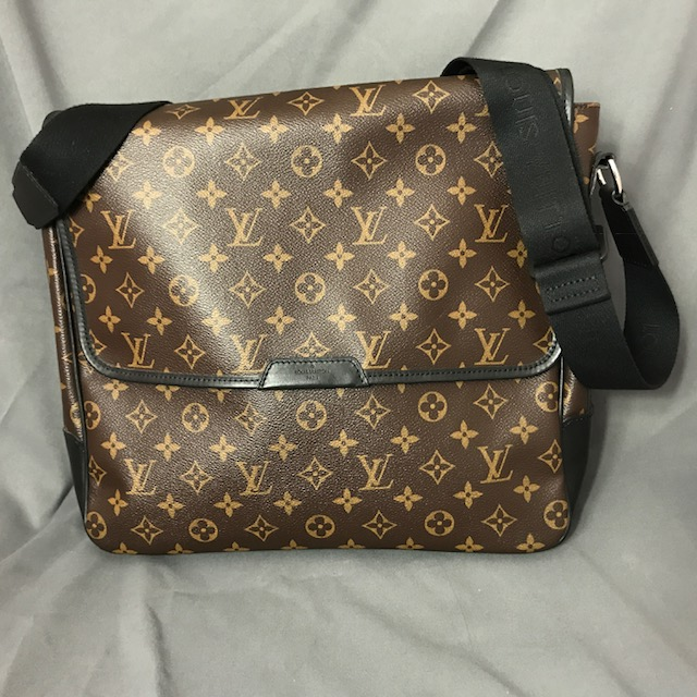 Sac besace Vuitton